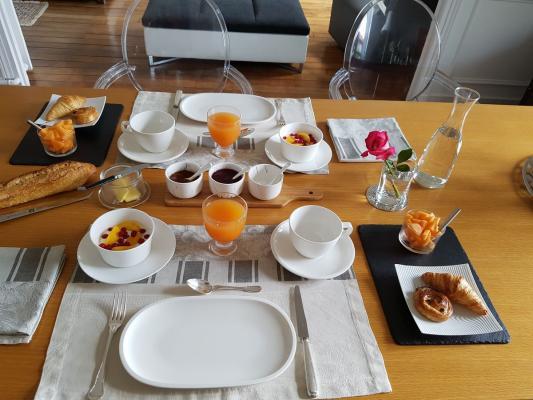 Table du petit déjeuner, chambre d'hôtes VILLA DE LA TERRASSE - Châtenay-Malabry